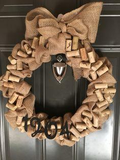 Loving this Burlap and wine cork door hanger wreath Wine Craft, Wine Cork Crafts, Wine Bottle Crafts, Wine Bottles, Wine Cork Wreath, Wine Cork Art, Wine Corks, Champagne Cork Crafts, Wine Cork Wedding