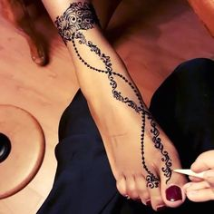 Beautiful foot design Artist:|@girly_henna|