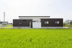 緑の中に佇む平屋