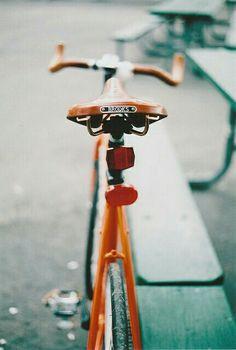 orange bicycle with brooks zadel. Bmx, Bike Mtb, Road Bike, Velo Vintage, Vintage Bicycles, My Dream Car, Dream Cars, Vw Minibus, Velo Design