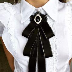 Black bow brooch tie for women. Black bow brooch tie for women. Women's Brooches, Brooches Handmade, Women Bow Tie, Tie Crafts, Black Bow Tie, Blue Bow, Navy Blue, Diy Fashion, Fashion Trends