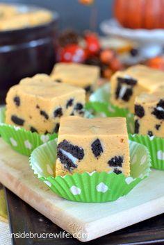 Pumpkin Cookies and Cream Fudge - an easy pumpkin pudding fudge filled with chunks of cream filled cookies  www.insidebrucrewlife.com