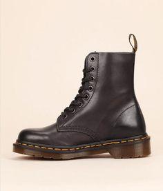 Boots cuir mat noir Antique Temperley Dr Martens prix Boots Femme Monshowroom 150.00 €
