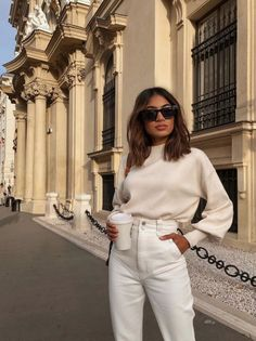 White Jeans Street Style White jeans and cream jumper street style. The perfect white jeans and belle sleeve jumper to wear for a casual day out. Mode Outfits, Casual Outfits, Fashion Outfits, Fashion Hacks, Abaya Fashion, School Outfits, Fashion Tips, Fashion Trends, Look Fashion