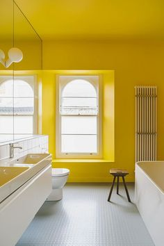 Top Bathroom Color Trends of the Season: Refreshing, Natural and Polished Modern Bathroom Paint, Modern Vintage Bathroom, Best Bathroom Colors, Bathroom Color Schemes, Minimal Bathroom, Yellow Bathrooms, Large Bathrooms, Amazing Bathrooms, Style At Home