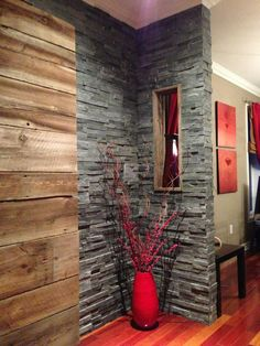 Mur en bois de grange et ardoise