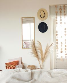 Tips voor het inrichten van een studio of een kleine woning - Alles om van je huis je Thuis te maken   HomeDeco.nl Mirror, Room, Container, Furniture, Home Decor, Everything, Bedroom, Decoration Home, Room Decor