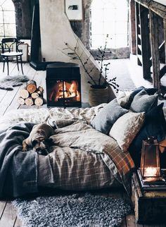 Embrace imperfection – hygge isn't about transforming your home into something from a magazine shoot. Make sure your hygge fits you! Deco Design, Design Design, Design Homes, Smart Design, My New Room, Style At Home, Dream Bedroom, Fall Bedroom, Teen Bedroom