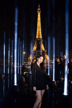 Lisa Blackpink Wallpaper, Paris City, Chinese Actress, City Lights, Ulzzang Girl, Paris France, Girl Group, Idol, It Cast