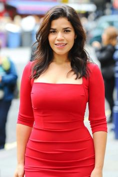 America Ferrera... look at her! FRICKING GORGEOUS. and her curves *_*