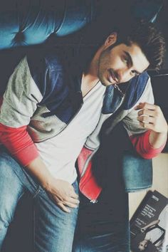 Arjun Kapoor by lina A. Handsome Indian Men, Handsome Boys, Bollywood Stars, Bollywood News, Gorgeous Men, Beautiful People, Indiana, Glamour World, Arjun Kapoor