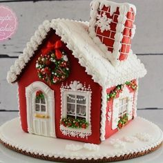This gingerbread house is decorated with royal icing only! Royal Icing Gingerbread House, Gingerbread House Designs, Gingerbread House Parties, Christmas Gingerbread House, Gingerbread Houses, Christmas Projects, Christmas Themes, Christmas Crafts, Christmas Ornaments