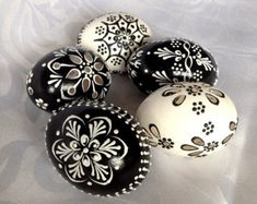 Set of 5 black white Hand Decorated Madeira Painted Chicken Easter Egg with or without Ribbon,Drilled Traditional Slavic Wax Pinhead,Pysanka Egg Crafts, Easter Crafts, Polish Easter, Making Easter Eggs, Easter Egg Pattern, Easter Egg Designs, Egg Art, Chicken Eggs, Egg Decorating