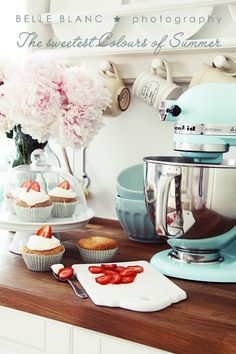 My counter looks just like this so I MUST get the Ice Blue mixer
