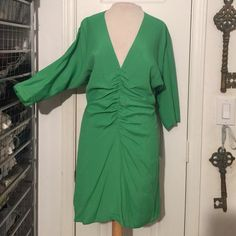 NWT Boulee size 6 green deep plunge boutique dress NWT Boulee size 6 green deep plunge boutique dress! Gorgeous dress just in time for those holiday parties! Open zip back with deep plunge front Boulee Dresses