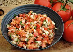 Tomatensalsa - Vers, simpel, smaak   Lekker Tafelen Chimichurri, Tortilla Chips, Vegan, Pesto, A Food, Bbq, Mexican, Ethnic Recipes, Spreads