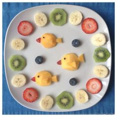 Fish themed birthday parties could always use a festive fruit plate. Try this easy plate art to get the kids involved in eating new foods! Cute Snacks, Cute Food, Good Food, Yummy Food, Fish Snacks, Baby Food Recipes, Snack Recipes, Kreative Snacks, Food Art For Kids
