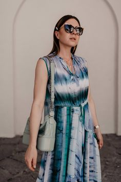 Batik combined made easy: So beautiful is the Tie-Dye trend in everyday life! Fashion Weeks, Fashion Outfits, Womens Fashion, Casual Chic Outfits, Tie Dye Outfits, White Converse Outfits, Churidar Designs, Batik Pattern, Mode Blog