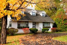 Love the way the white house pops amidst the fall colors! www.fiskars.com