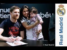 Xabi Alonso protagonizó una sesión de firmas en la Tienda Bernabéu