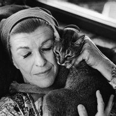Nancy Walker et son chat.