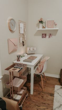 My Home Office – Lipstick and Bows Room Ideas Bedroom, Desk In Bedroom, Study Room Decor, Diy Bedroom Decor, Small Apartment Interior, Aesthetic Room Decor, Minimalist Room, Home Office Decor, Home Decor