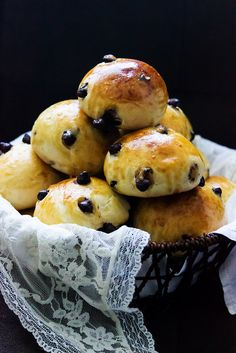 Pangoccioli - Bread with Milk Chocolate Chips Italian Pastries, Bread And Pastries, Croissants, Breakfast Tea, Breakfast Recipes, Pain Pizza, Delicious Desserts, Yummy Food, Sweets Recipes