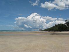 A Day at the Beach: Cha-Am (Thailand) ♥ http://cateaclysmic.blogspot.co.uk/2010/08/day-at-beach-cha-am-thailand.html