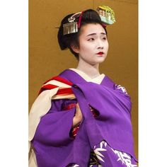 Traditional Maiko dance, Gion, Kyoto #Flickrapp #japan #japaneseculture #this_is_japan #culture #gion #kyoto #maiko #geisha #pupuru #yukata #wifirental