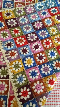Pure Wool Granny Squares Daisy Blanket Afghan Sofa Throw 60 xCustom order so colours could be chosen by you. This colourful daisy inspired b.Granny square afghan My Mom made one of these in the pattern still pretty today! Granny Square Crochet Pattern, Crochet Squares, Crochet Blanket Patterns, Crochet Granny, Crochet Quilt, Crochet Motif, Crochet Doilies, Scrap Crochet, Granny Square Blanket