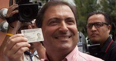 El ex Gobernador de Aguascalientes, Luis Armando Reynoso Femat, recibió un sentencia de 6 años y 9 meses de prisión por los delitos de peculado y uso indebido del ejercicio público, sin embargo, el ex mandatario enfrentará su proceso en libertad pues tiene un amparo a su favor  que así se lo permite