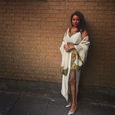 🛎️️ Round Two #Tradition #Mels  #Regram via @www.instagram.com/p/BnCBNP0nf5j8XM71I2Nf6-qk2wfkGAZtWkDbyI0/?saved-by=adornabyssinia Ethiopian Traditional Dress, Traditional Dresses, Habesha Kemis, Ethiopian Dress, African Culture, International Fashion, African Fashion, Colorado, Wrap Dress