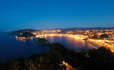 Beautiful San Sebastián Bay in Basque Country, Spain during dusk. Most Beautiful Cities, Wonderful Places, Great Places, Beautiful Scenery, The Places Youll Go, Places Ive Been, Places To Visit, San Sebastian Spain, Basque Country