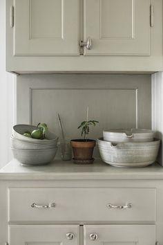 Kitchen Dining, Kitchen Decor, Kitchen Cabinets, Simply Home, Shaker Kitchen, Classic Interior, Kitchenette, Big Houses, Kitchen Interior
