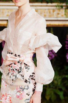 "fashion-on-stereo: ""skaodi: ""Alexis Mabille Haute Couture Fall/Winter 2013 details. Couture Mode, Style Couture, Couture Details, Fashion Details, Couture Fashion, Fashion Design, Couture Ideas, Style Fashion, Moda Fashion"