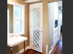Bath-Crashers--Swift-Grille-Door-w-mirror---Close-Up WEB 679
