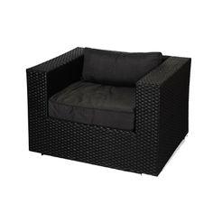 Deze wicker loungestoel is geschikt voor iedere tuin. Dankzij de keuze van het materiaal is de stoel geschikt om buiten te laten staan als het weer even wat minder is. De loungestoel kan heel gemakkelijk gecombineerd worden met andere loungestoelen of loungebanken, zodat loungestoel Lynn de ideale vervanging of uitbreiding is voor in de tuin. #Tuinstoel #Tuinstoelen #tuinmeubelen #tuinmeubel #tuinmeubels