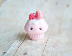 This would be adorable mini cupcakes and fondant topper! 2019 This would be adorable mini cupcakes and fondant topper! The post This would be adorable mini cupcakes and fondant topper! 2019 appeared first on Clay ideas. Fimo Kawaii, Polymer Clay Kawaii, Fimo Clay, Polymer Clay Charms, Polymer Clay Projects, Clay Crafts, Polymer Clay Jewelry, Kawaii Crafts, Diy Fimo