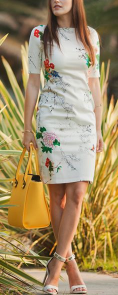 Spring fashion is always closely correlated with floral and butterfly, so this short sleeve dress is a necessity for your wardrobe. It features boat neck and sheath silouette with overall floral and butterfly to create a touch of colorful vibe. Just pair it with high heels to hang out with friends having a nice day.