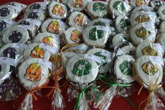 Mint Chocolate Chip ^o^ Barney Party, Mint Chocolate Chips, Sugar Cookies, Birthday Ideas, Christmas Bulbs, Holiday Decor, Christmas Light Bulbs, Sugar Cookie Bars