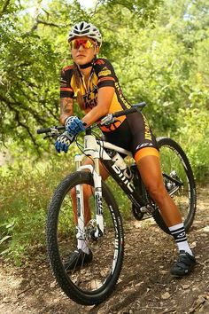 Some MTB action is always welcome! Cycling Wear, Cycling Girls, Cycling Outfit, Cycling Clothes, Cycling Jerseys, Bicycle Women, Bicycle Girl, Bicycle Shop, Triathlon