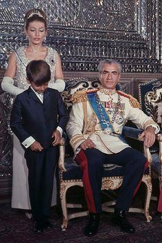 Shahnaz Pahlavi, King Of Persia, Pahlavi Dynasty, The Shah Of Iran, Farah Diba, Royal Families, World History, Egyptian, Royalty