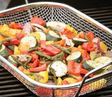 Love this BBQ Basket.it's give great during the summer to grilled your vegetables. Grilled Vegetables, Veggies, Supper Recipes, Lorraine, Everyday Fashion, Cobb Salad, Diabetes, Delish, Bbq