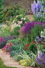 Beautiful Flower Beds In Front Of House Design Ideas05
