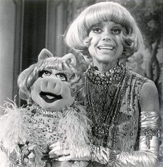 Miss Piggy & guest star Carol Channing in Season 4, Episode 23 (May 10, 1980) of The Muppet Show (1976-81, CBS)