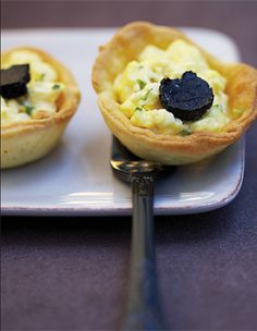 scrambled egg and black truffle cup Truffle Cheese, Appetizer Recipes, Appetizers, Black Truffle, Canapes, Buffet, Cheesecake, Food And Drink, Cooking Recipes