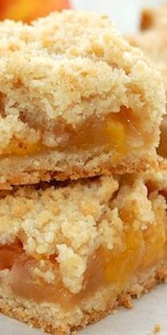 This is the Best Peach Cobbler Crumble Bars recipe you will ever need. Tasty and easy to make, this peach crumble makes an amazing dessert. Peach Cobbler Crumble, Fruit Crumble, 13 Desserts, Delicious Desserts, Yummy Food, Baking Recipes, Cookie Recipes, Bar Recipes, Nutella Recipes