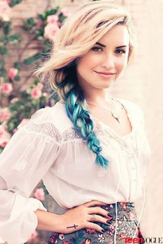 Demi Lovato blonde and blue braid http://www.luvtolook.net/2013/05/demi-lovato-blonde-and-blue-braid.html