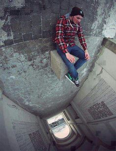 Photographer Christopher Hassler brought this photo to another level by using a fish eye lens to distort the photo's perspective. Creative Photography, Amazing Photography, Photography Tips, Street Photography, Cool Illusions, Optical Illusions, Forced Perspective Photography, Perspective Photos, Cool Pictures