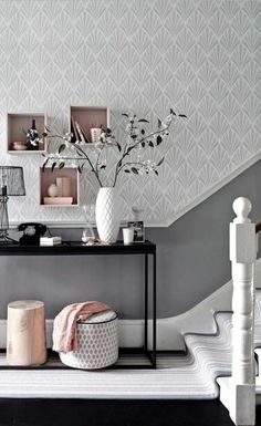 Incredbly gray white drawing hallway wallpaper, interior staircase in white - Best Decoration ideas for the home Hallway Wallpaper, Home Wallpaper, Wallpaper Ideas, Pink Wallpaper, Style At Home, Colours That Go With Grey, Interior Staircase, White Wall Decor, Trendy Wallpaper
